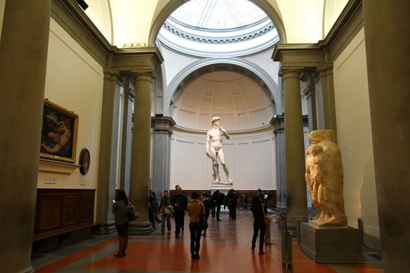 800px-David_by_Michelangelo_in_The_Gallery_of_the_Accademia_di_Belle_Arti